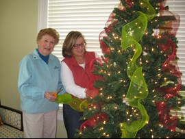 VOLUNTEERS Kathy%20and%20Lydia%20decorate%20tree.jpg