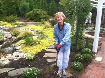 VOLUNTEERS Pam%20Hampton.jpg